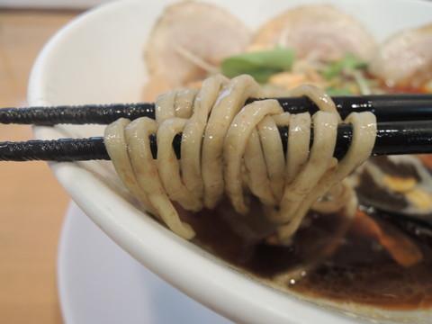 ヤマトブラック 並(1玉)の麺