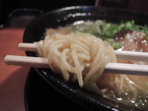 こってりラーメン(醤油)細麺の麺