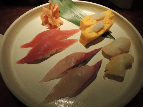 寿司(玉子、マグロ、カンパチ、つぶ貝)