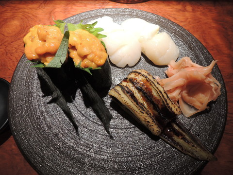 寿司(焼穴子一貫、ほたて、うに)