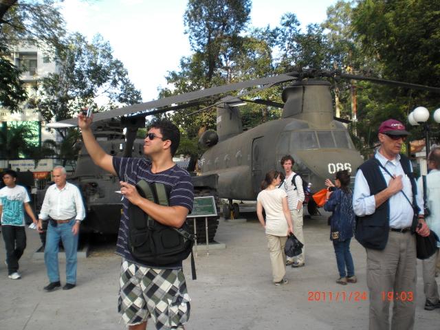 戦争証跡館前の戦車