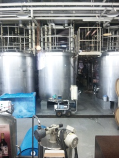 ワイン工場のサイロ