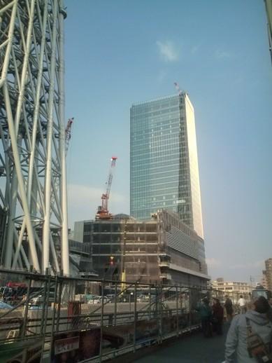スカイツリー隣の高層ビル(建設中)