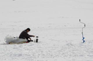 冬の大沼のワカサギ釣り