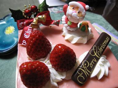 イチゴのムースのケーキです(≧▽≦)♪