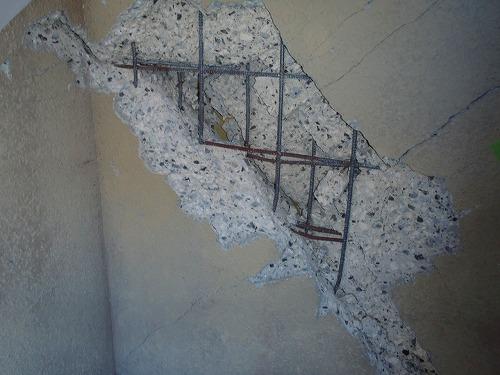 06 階段室外壁