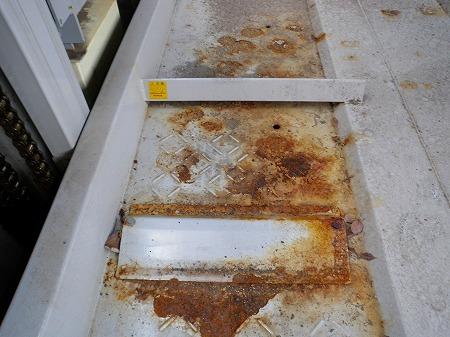 ④ 縞鋼板の腐食