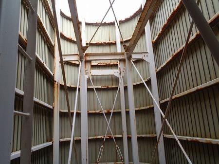 04 高架水槽架台の発錆。腐食