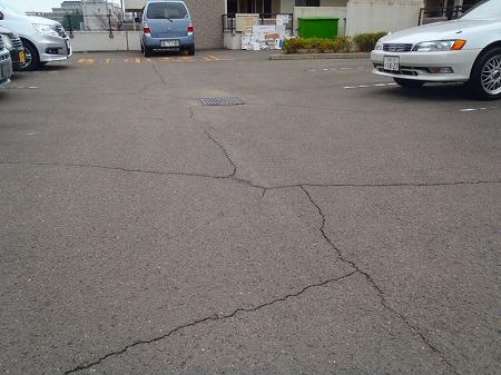 02 駐車場の亀裂 B