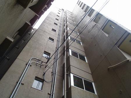05 1階~10階開放廊下 防風スクリーン取り付け完了