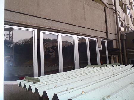 03 1階通路(外部) 防風スクリーン施工完了