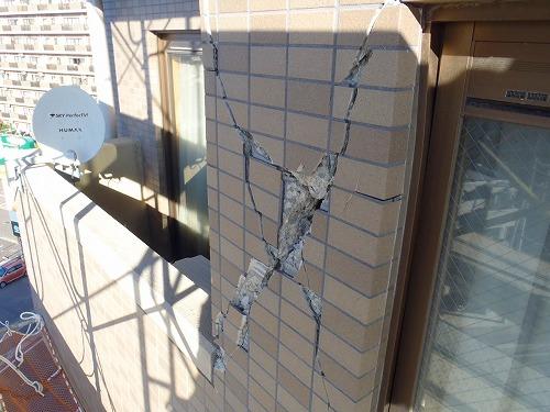 06 妻側外壁磁器タイルの損傷