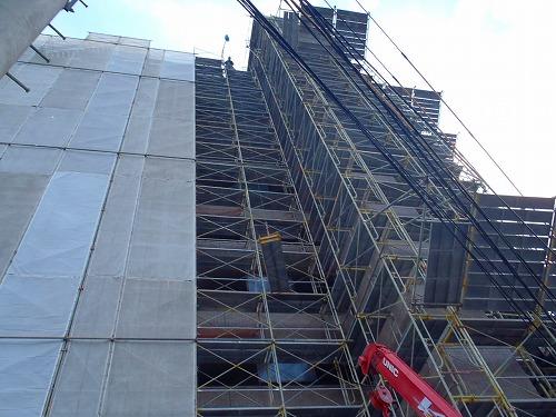 05 エレベーター塔屋側足場架設