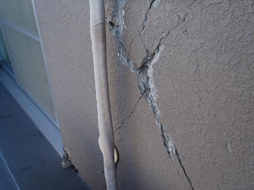 05 バルコニー外壁の損傷01