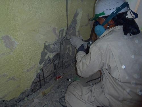 05 室内側雑壁の砥り作業