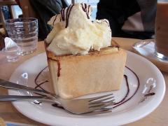 メープルシナモントーストアイスクリーム添え