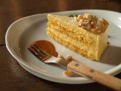 キャラメルのムースケーキ@三番山下