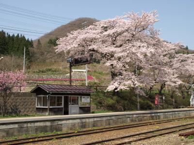 湯野上温泉駅と桜_2010/05/05