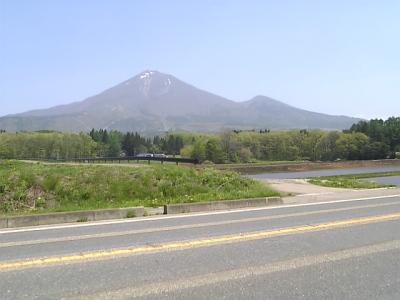 猪苗代塩川線沿いの磐梯山展望箇所より。