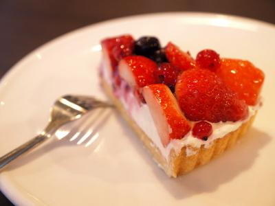 ケーキセット(ベリーのタルト)@ Cafe & Bar UNO