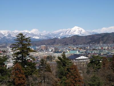 磐梯山(赤瓦の鶴ヶ城天守閣より)