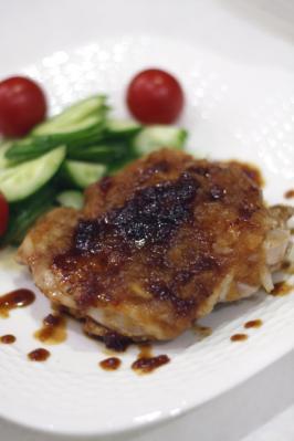 鶏もも肉のソテー・ハニーオニオンソース
