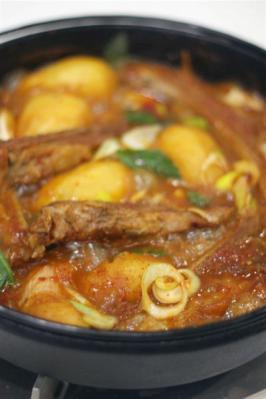 すきやき鍋でスペアリブのカムジャタン