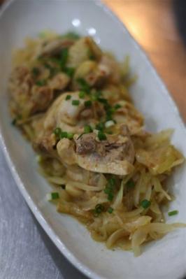 鶏肉と玉ねぎのピリ辛蒸し煮