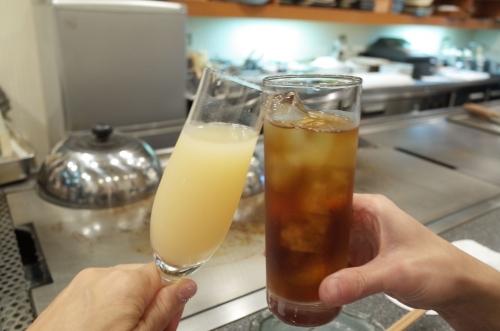 桃のシャンパンとウーロン茶