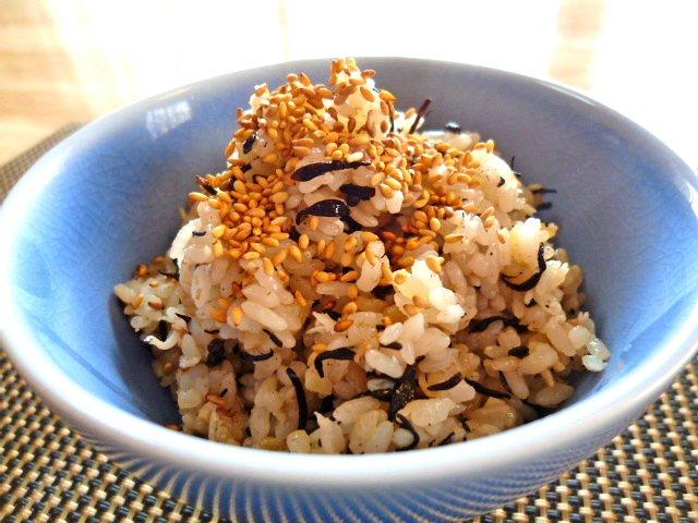 シラスと梅とひじきと生姜の炊き込みご飯♪