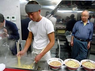 ラーメン二郎湘南藤沢支店(麺上げ2)