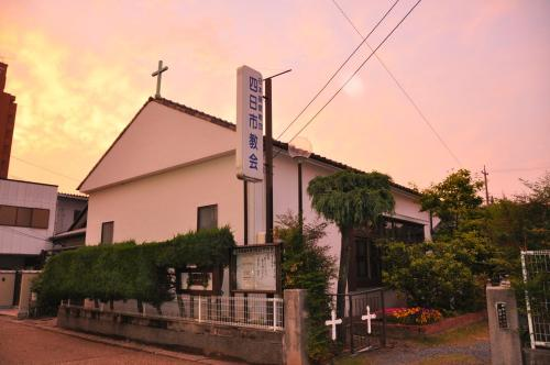 夕暮れの教会