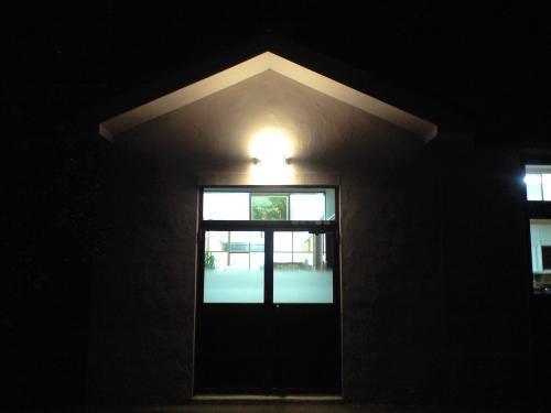 夜の教会玄関