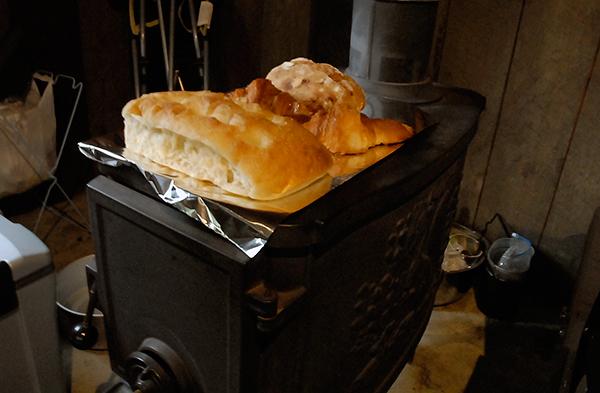 薪ストでパン