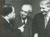 クーセヴィツキーをはさんで、ピエール・モントゥー(左)、ミュンシュ(右) ANDaNTE