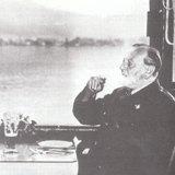 ヴォルフガング湖を眺める晩年のベナツキー(白馬亭にて )