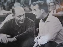 打ち合わせするショルティとカルショー(右)キングレコード