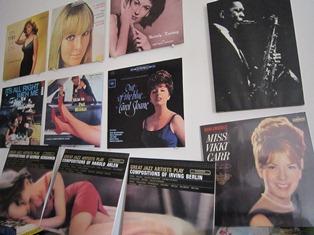 ジャズ喫茶「ソッ・ピーナ 」の壁面を飾る L.P.レコード