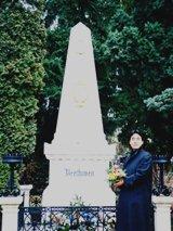 発起人、ベートーヴェンの お墓まいりをする(1999)