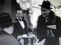 カフェ モーツァルトでクルツ男爵と会う.