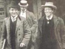 (左から )ブルーノ・ワルター、一人おいて マーラー