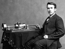 最初の蓄音機とエジソン
