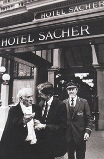 ホテル ザッハー前のバーンスタイン