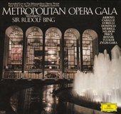 メトロポリタン歌劇場(Gala  D.G.477 6540 のジャケットより )