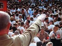 「ブリキの太鼓」ナチス党大会が舞踏会上に