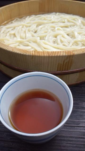 桶にたっぷりの麺