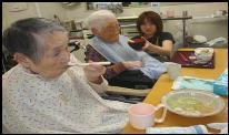東京都 足立区 介護老人保健施設(入所 短期入所 通所リハビリ) 千寿の郷 食事の様子