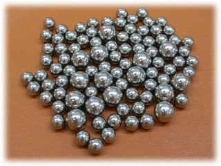 カヤナックの金属球