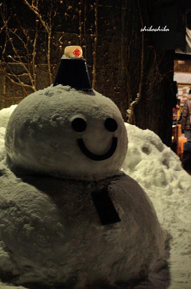 雪あかりの路