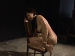 熟女がスパンキングされた後、開脚縛りで浣腸。排泄後は放心状態 - エロ動画 アダルト動画